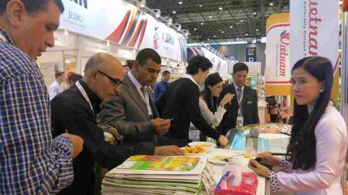 Lãnh đạo F.I.T tham dự hội chợ Sial giới thiệu sản phẩm West Food