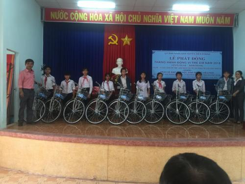 FIT Beverage present 20 bikes to poor students in Khanh Hoa Province