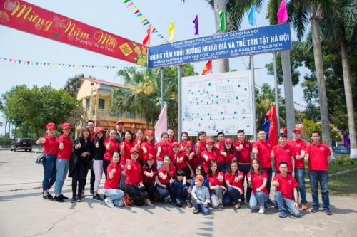 """Giving love"" journey came to the elderly and disable children in Thuy An, Ba Vi"