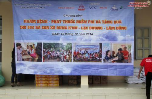 Phát quà và khám bệnh miễn phí tại Lạc Dương, Lâm Đồng