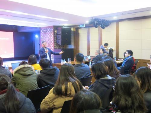 FIT tham dự tọa đàm hướng nghiệp cho sinh viên ĐH KTQD